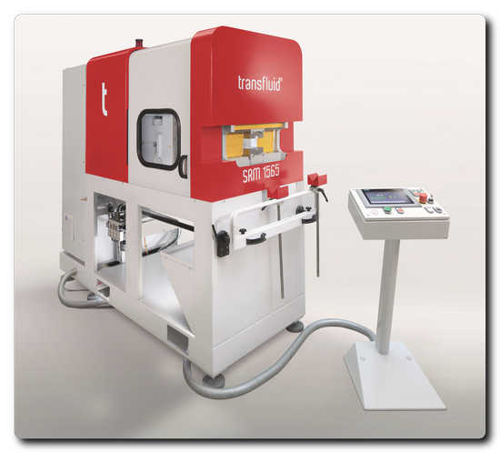 © transfluid : The t form UMR moulding machines open up for new shaping options for tubes that have already been moulded axially, for the production of sharp-edged contours for sealing elements.